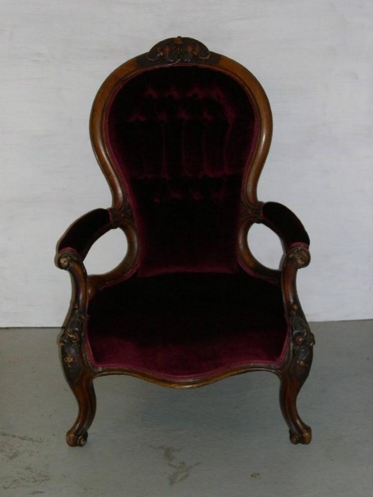 ompolstret-antik-stol-rødt-velour