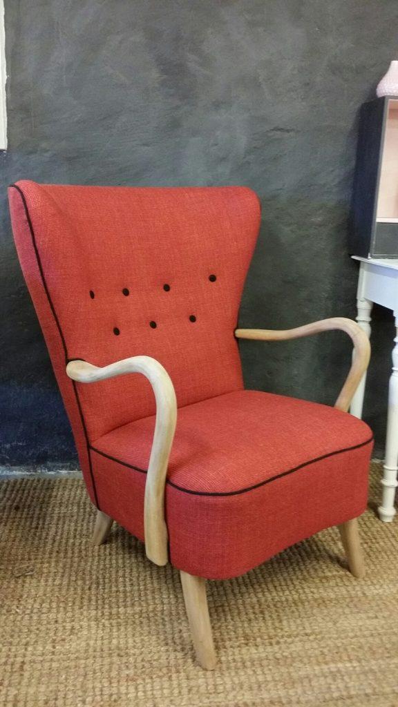ompolstret-gammel-lænestol-rød