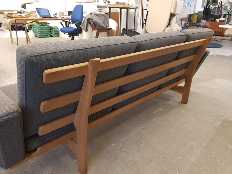 ompolstring sofa