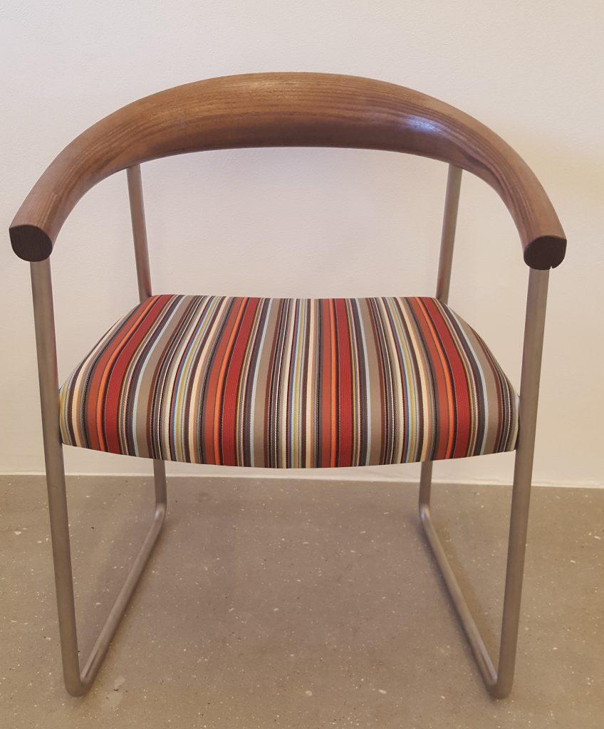 ompolstret-stol-stribet