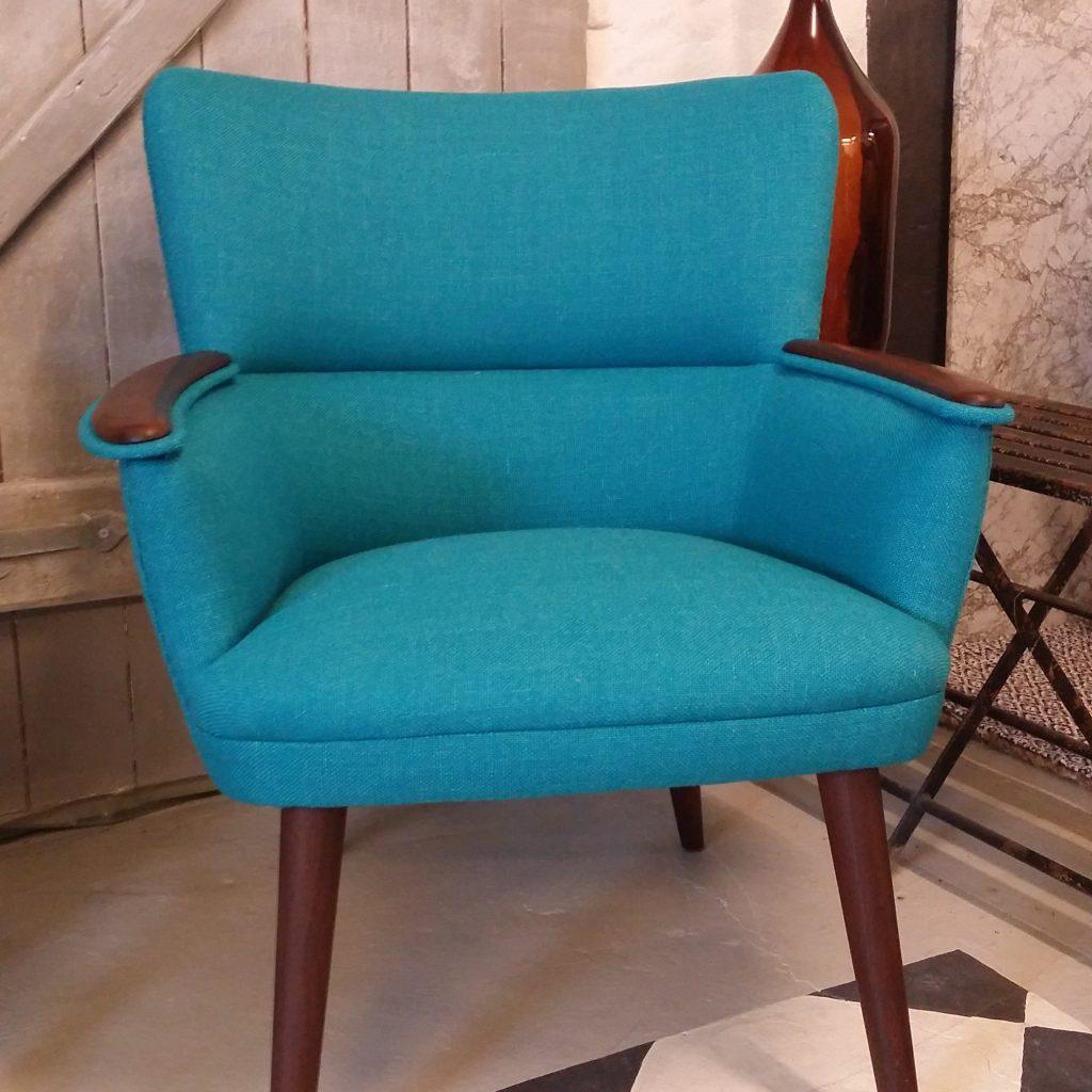 ompolstret teak lænestol blå